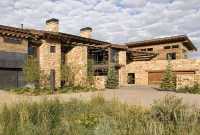 Partie arrière en pierres - Home-Aspen par KH Webb - Colorado, Etats-Unis