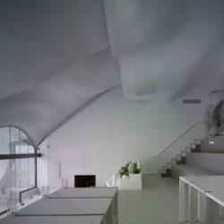 Pièce principale & escalier accès étage - Casa-del-Ancantilado par Gilbartolome Architects - Salobrena, Espagne
