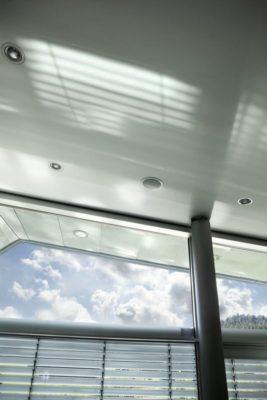 Plafond avec lumière incrustée - High-Tech-Modern-Home par Eppler Buhler, Allemagne