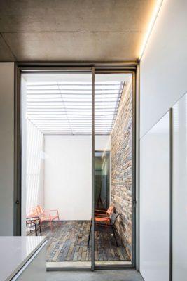 Porte vitrée entrée - Contemporary-Rural-Home par Camarim Arquitectos - Gateira, Portugal