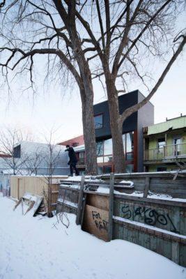 Route enneigée accès - Residence Hotel-de-Ville par Architecture Microclimat - Montreal - Canada_03