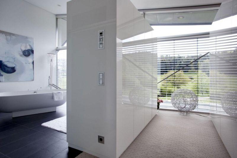 Villa contemporaine et high tech aux formes inhabituelles for Salle de bain allemagne