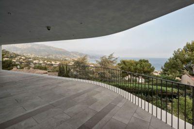 Vaste balcon - Contemporary-Villa par A2CM - Ceschia Mentil - France