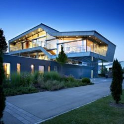 Vue d'ensemble illuminée - High-Tech-Modern-Home par Eppler Buhler, Allemagne