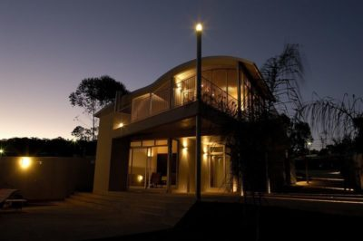 Vue d'ensemble nuit - Marina House par Joao Diniz Lagoa Santa, Brésil