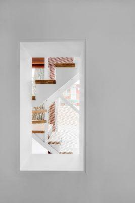Vue escalier bois - Residence Hotel-de-Ville par Architecture Microclimat - Montreal - Canada_10