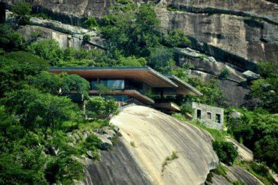 Vue panoramique villa sur rocher - Gota-Dam-Residence par Sforza Seilern - Afrique-Est