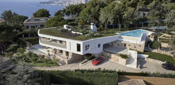 Splendide villa contemporaine avec toit terrasse for Terrasse avec piscine contemporaine
