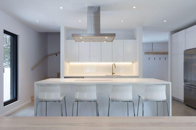 îlot central de cuisine - Villa-Boreale par Cargo Architecture - Charlevoix, Quebec