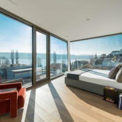 Chambre & grande baie vitrée coulissante - Flexhouse par Evolution Design - Meilen, Suisse