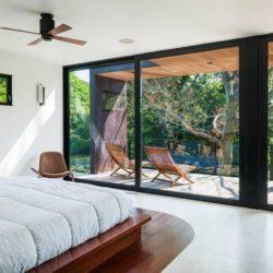 Chambre principale & grande baie vitrée - Cunius Residence par Paul Macht - Etats-Unis