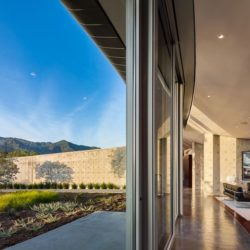 Couloir accès salon   - California-home  par nma-architects - Californie, USA
