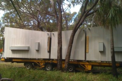 Différents modules transportés - Drew-House par Anthill Constructions - Queensland, Australie