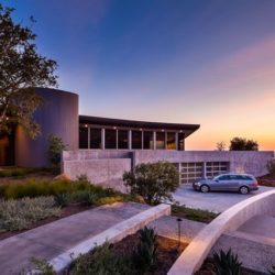 Entrée garage & façade jardin  California-home  par nma-architects - Californie, USA