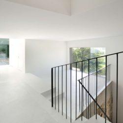 Escalier accès étage - House-Lendenmann par L3P Architekten - Regensberg, Suisse