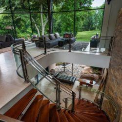 Escalier accès salon étage - Cunius Residence par Paul Macht - Etats-Unis