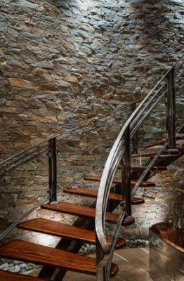 Escalier bois accès étage supérieur - Cunius Residence par Paul Macht - Etats-Unis