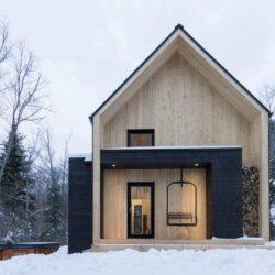 Façade entrée - Villa-Boreale par Cargo Architecture - Charlevoix, Quebec