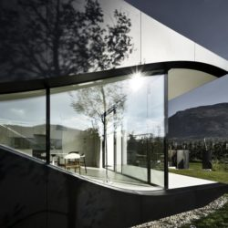 Façade grande baie vitrée - Mirror-Houses par Peter Pichler - Bolzano, Italie