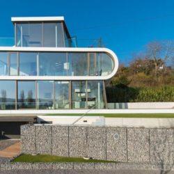 Façade vitrée rez de chaussée & étage - Flexhouse par Evolution Design - Meilen, Suisse
