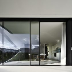 Grande baie vitrée coulissante - Mirror-Houses par Peter Pichler - Bolzano, Italie