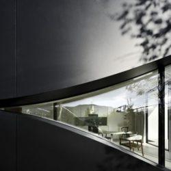Grande baie vitrée incurvée - Mirror-Houses par Peter Pichler - Bolzano, Italie