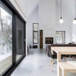 Grande porte vitrée coulissante - Villa-Boreale par Cargo Architecture - Charlevoix, Quebec
