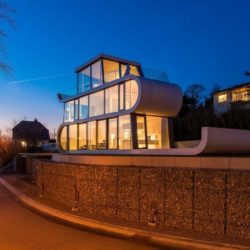 Route accès résidence nuit - Flexhouse par Evolution Design - Meilen, Suisse
