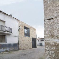 Rue accès - Peraleda-House par Losada García - Peraleda de la Mata, Espagne