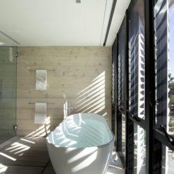 Salle de baines & ouvertures vitrées - Amagansett-Dunes par Bates Masi - Amagansett, USA