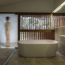 Salle de bains dissimulée - Drew-House par Anthill Constructions - Queensland, Australie
