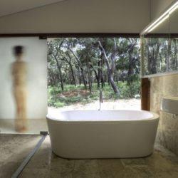 Salle de bains ouverte - Drew-House par Anthill Constructions - Queensland, Australie