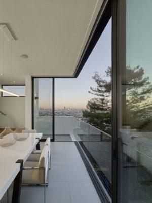 Salle séjour & balcon étage - Laidley-Street-Residence par Michael Hennessey - San Francisco, USA