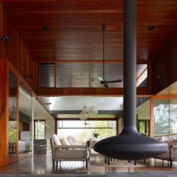 Salon & cheminée suspendue - Home-Overlooks par Shaun Lockyer Architects - Queensland, Australie