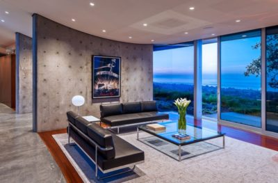 Salon & grande baie vitrée coulissante  - California-home  par nma-architects - Californie, USA