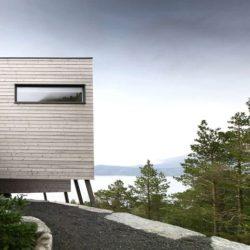 Voie accès entrée - Cabin-Straumsnes par Rever Og Drage Arkitekter - Tingvollvagen, Norvege