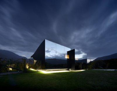 Vue d'ensemble nuit - Mirror-Houses par Peter Pichler - Bolzano, Italie