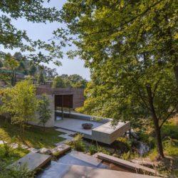 Vue panoramique ruisseau & terrasse - Geres-House par Carvalho Araujo - Vieira do Minho, Portugal