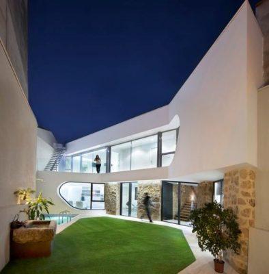 jardin intérieur & partie rénovée - Peraleda-House par Losada García - Peraleda de la Mata, Espagne