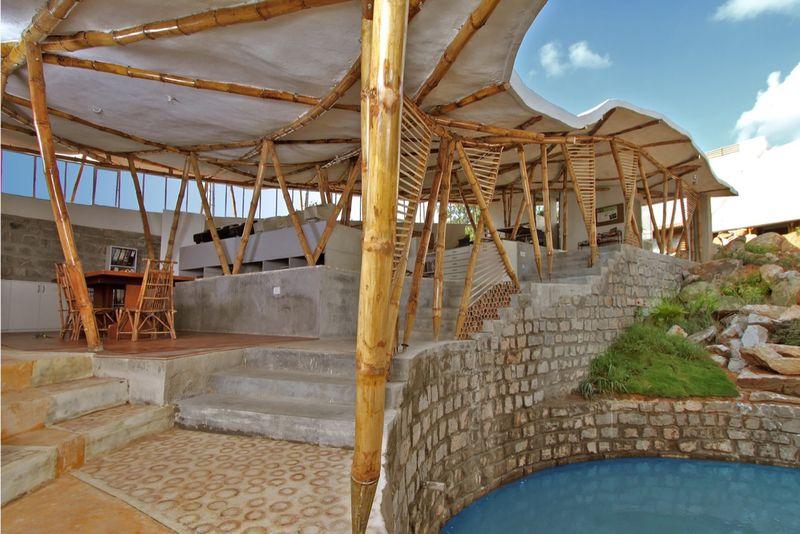 Etonnante co construction en bambous bangalore en inde for Between spaces architecture bangalore