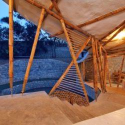 perron entrée illuminé - Bamboo-Symphony par Manasaram Architects - Bangalore, Inde
