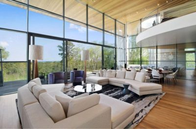 salon salle s jour grande baie vitr e coulissante hampton home par barnes coy architects. Black Bedroom Furniture Sets. Home Design Ideas