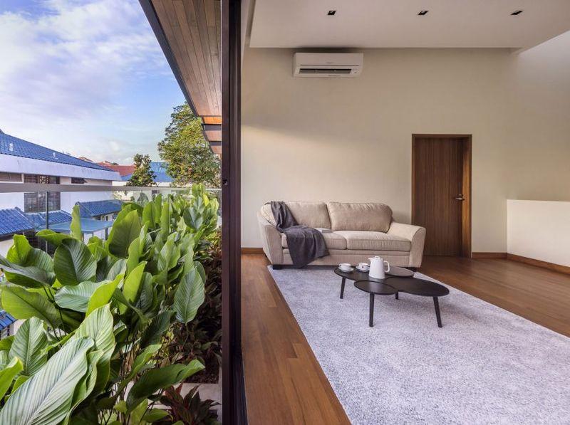 Salon & vue mini jardin balcon - Spacious-Home par ADX Architects - Singapour