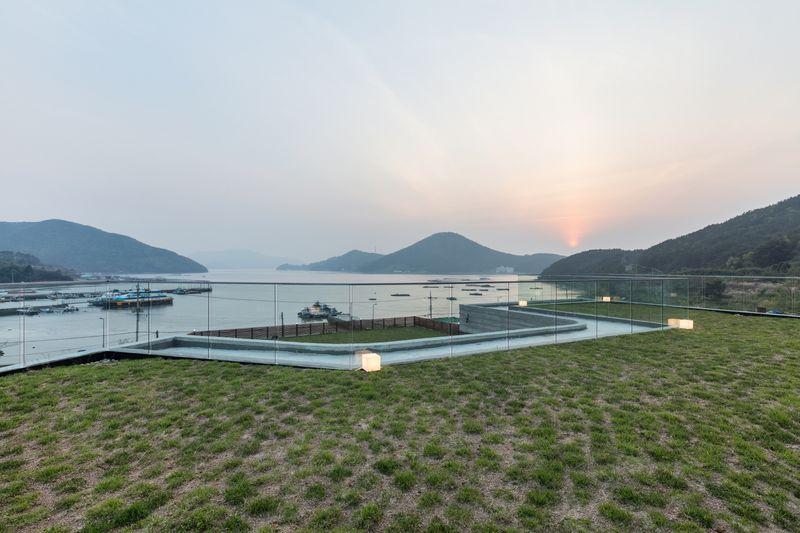 Toiture terrasse végétalisée - House-Dongmang par 2m2 architects - Geoje, Coree du Sud