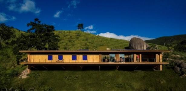 Maison bois cologique parfaitement int gr e dans la for Maison moderne nature
