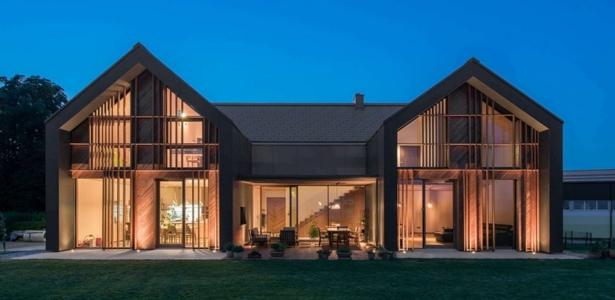 Belle architecture en bois pour une maison de campagne en for Architecture maison de campagne