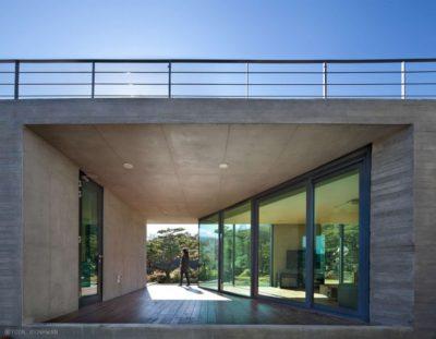 Entrée grande baie vitrée coulissante - Y-House par ON Architecture - Ulsan, Coree du Sud
