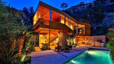 Wood-Clad-Home par Space International - Los Angeles, Etats-Unis