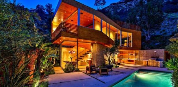 Splendide maison bois mise en vente sur les collines d hollywood construire tendance - Maison dans les bois ...