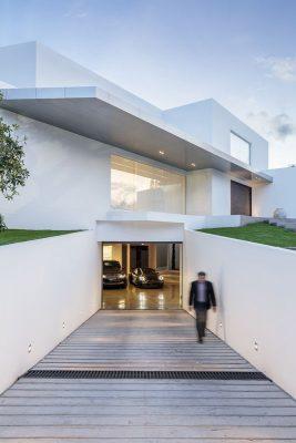 garage-entree-maison-forme-t-par-diego-guayasamin-quito-equateur